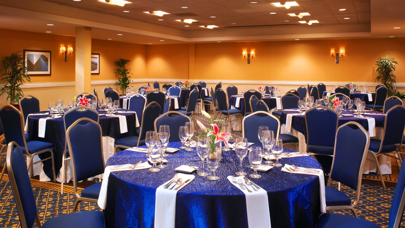 Bellevue Wedding Venue and Room Blocks - Snoqualmie Ballroom